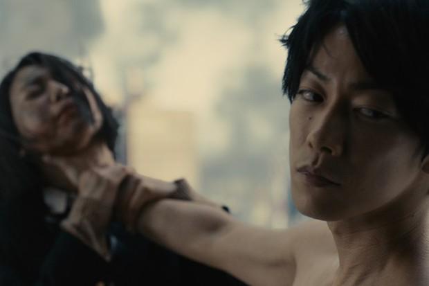 Sắm vai ác, trai đẹp Sato Takeru bùng nổ diễn xuất, lấn lướt Bác Già Siêu Nhân trong live-action Inuyashiki - Ảnh 5.