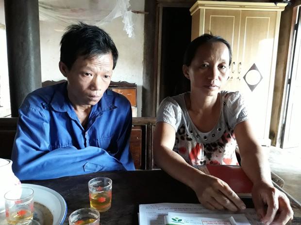Cha tàn tật đội mưa bán tăm dạo, gom từng đồng chữa bệnh cho con trai bị tim bẩm sinh và teo phổi - Ảnh 2.