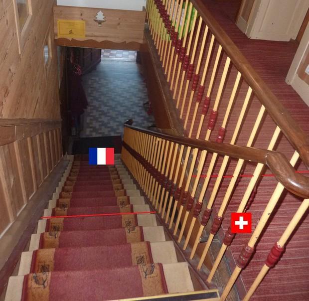 Khách sạn độc đáo nằm giữa biên giới: Khách nằm ngủ ở Thụy Sĩ nhưng lại phải sang Pháp đi vệ sinh - Ảnh 7.