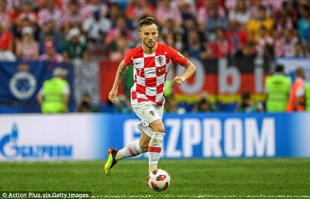 Sao tuyển Croatia cưỡi ngựa thư giãn bên vợ, tận hưởng kỳ nghỉ sau hành trình kỳ diệu ở World Cup 2018 - Ảnh 1.