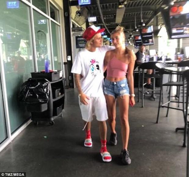 Body săn chắc không chút mỡ thừa, bảo sao vẻ đẹp sexy của Hailey làm Justin Bieber mê mẩn! - Ảnh 1.