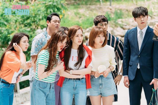"""Chỉ đóng 1 bộ phim, """"thư ký"""" Park Min Young đã đụng hàng cả loạt sao khủng: từ Suzy, Yoona, Jennie cho đến Chị Đẹp - Ảnh 1."""
