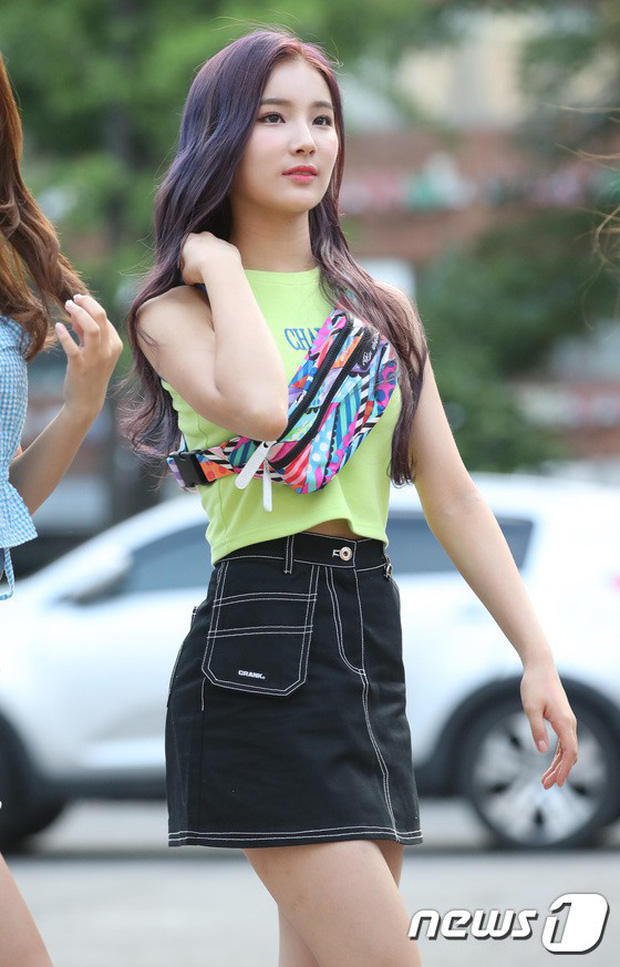 Quân đoàn mỹ nam mỹ nữ Kpop đổ bộ: Hyuna bỗng xinh bật lên so với dàn nữ thần, idol lộ vòng 3 vì mặc quần cũn cỡn - Ảnh 21.
