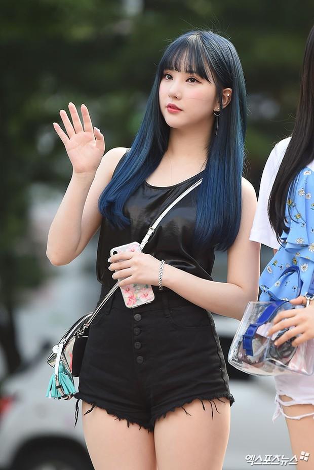 Quân đoàn mỹ nam mỹ nữ Kpop đổ bộ: Hyuna bỗng xinh bật lên so với dàn nữ thần, idol lộ vòng 3 vì mặc quần cũn cỡn - Ảnh 25.