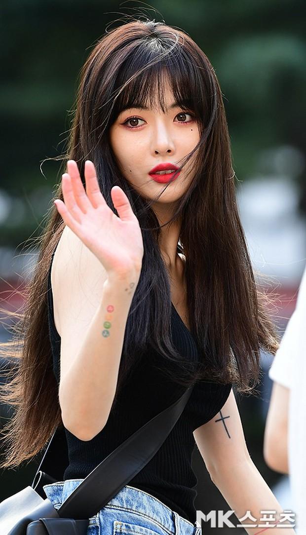 Quân đoàn mỹ nam mỹ nữ Kpop đổ bộ: Hyuna bỗng xinh bật lên so với dàn nữ thần, idol lộ vòng 3 vì mặc quần cũn cỡn - Ảnh 5.