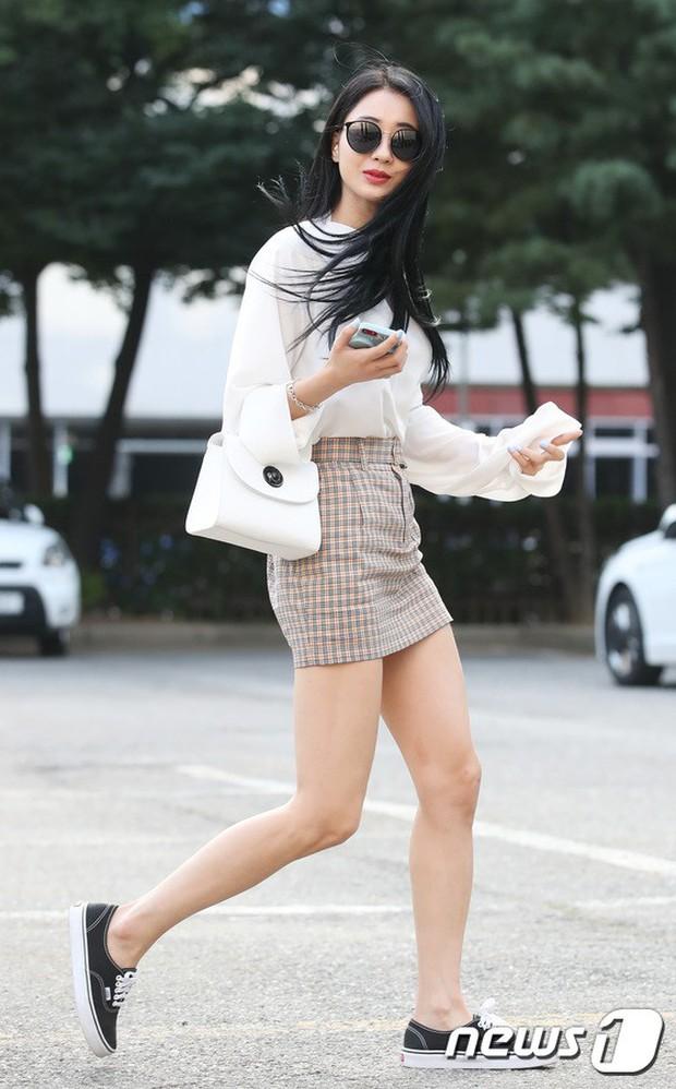 Quân đoàn mỹ nam mỹ nữ Kpop đổ bộ: Hyuna bỗng xinh bật lên so với dàn nữ thần, idol lộ vòng 3 vì mặc quần cũn cỡn - Ảnh 28.