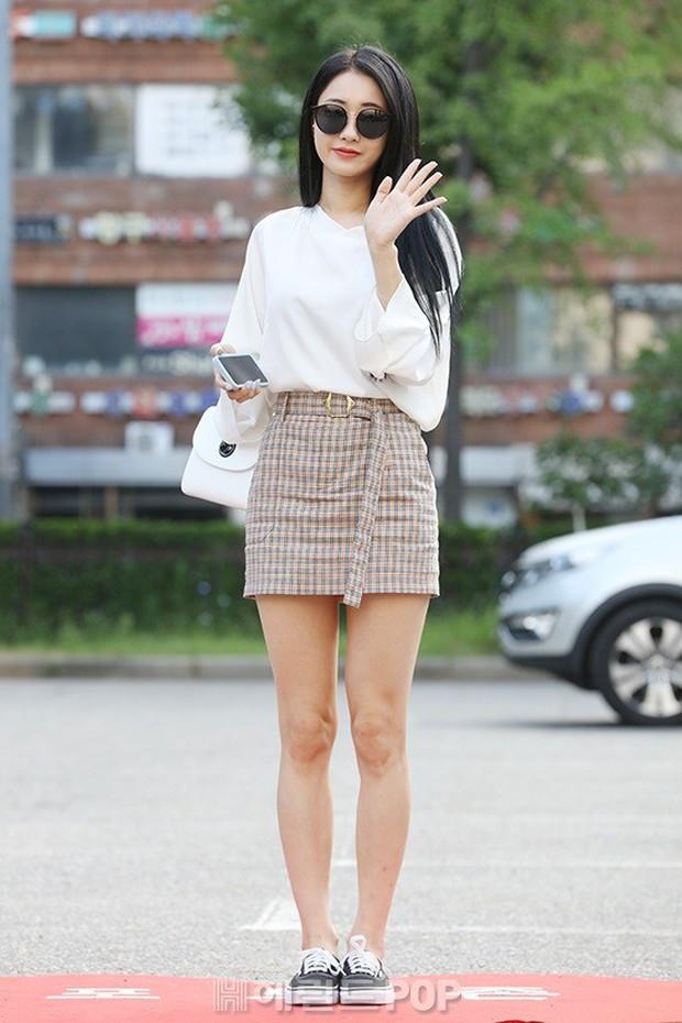 Quân đoàn mỹ nam mỹ nữ Kpop đổ bộ: Hyuna bỗng xinh bật lên so với dàn nữ thần, idol lộ vòng 3 vì mặc quần cũn cỡn - Ảnh 29.
