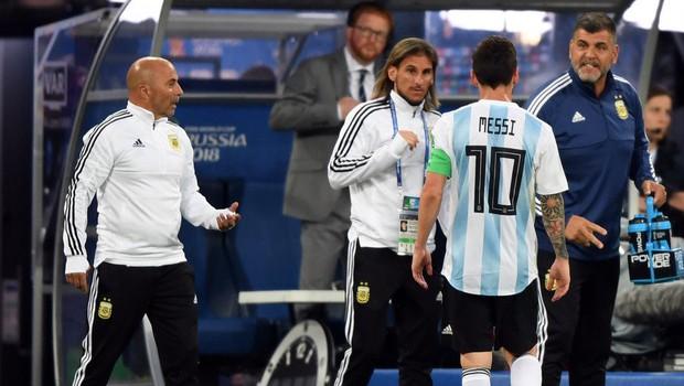 Hé lộ chi tiết cuộc nói chuyện giữa Messi và HLV Sampaoli ở World Cup 2018 - Ảnh 2.