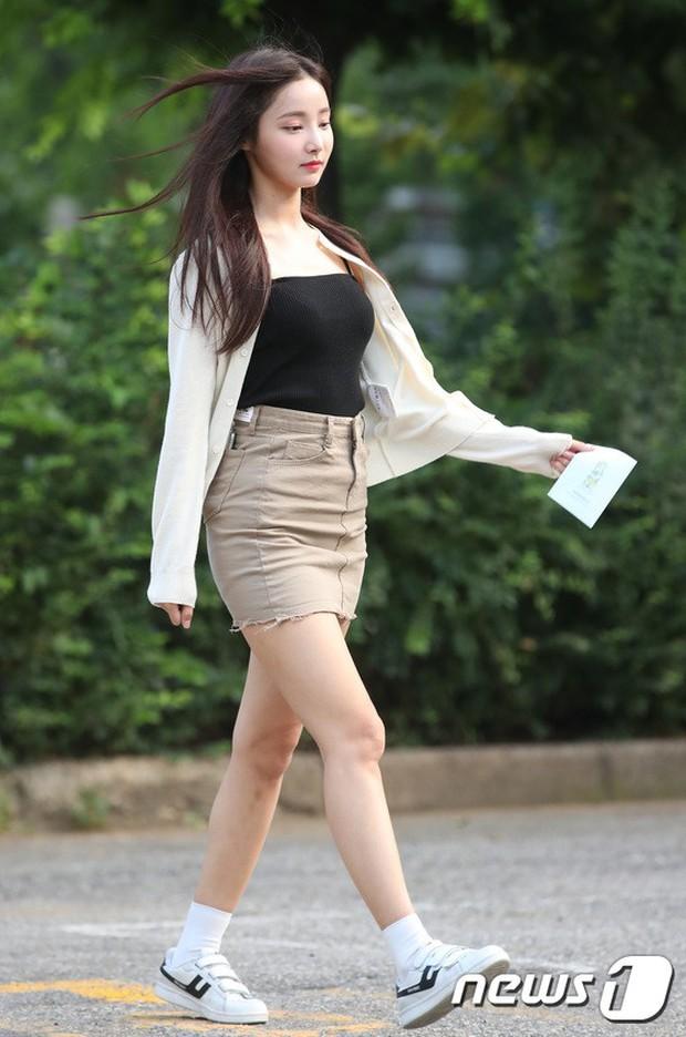 Quân đoàn mỹ nam mỹ nữ Kpop đổ bộ: Hyuna bỗng xinh bật lên so với dàn nữ thần, idol lộ vòng 3 vì mặc quần cũn cỡn - Ảnh 9.