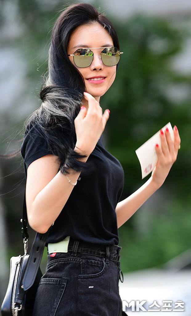 Quân đoàn mỹ nam mỹ nữ Kpop đổ bộ: Hyuna bỗng xinh bật lên so với dàn nữ thần, idol lộ vòng 3 vì mặc quần cũn cỡn - Ảnh 18.