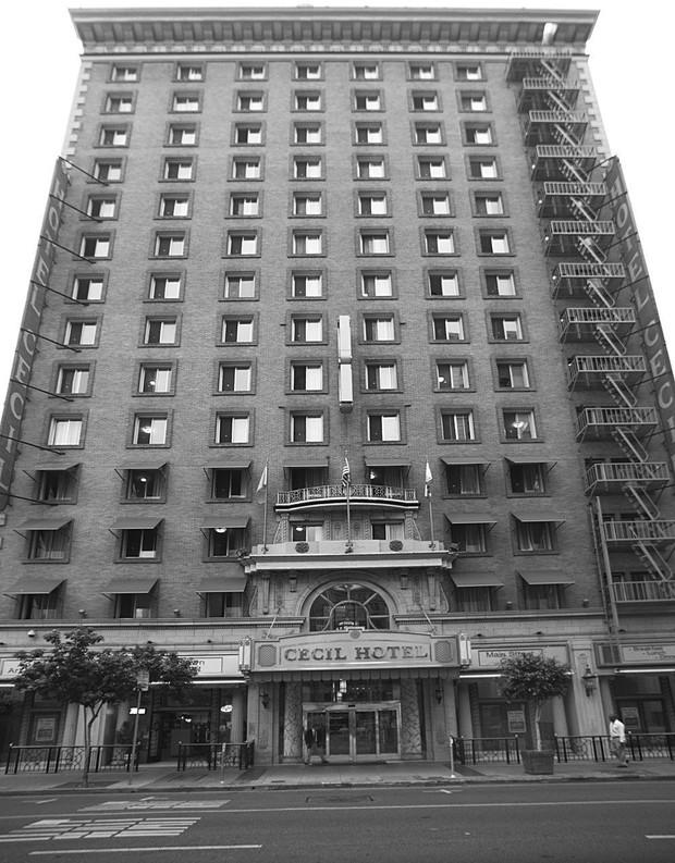 Khách sạn đen đủi nhất thế giới ở Mỹ: Vừa mở cửa đã gặp khủng hoảng kinh tế thế giới, là hiện trường của loạt cái chết bí ẩn - Ảnh 1.