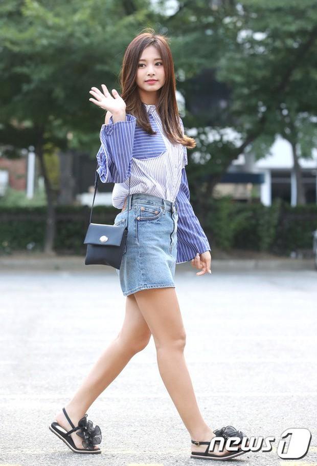 Quân đoàn mỹ nam mỹ nữ Kpop đổ bộ: Hyuna bỗng xinh bật lên so với dàn nữ thần, idol lộ vòng 3 vì mặc quần cũn cỡn - Ảnh 11.