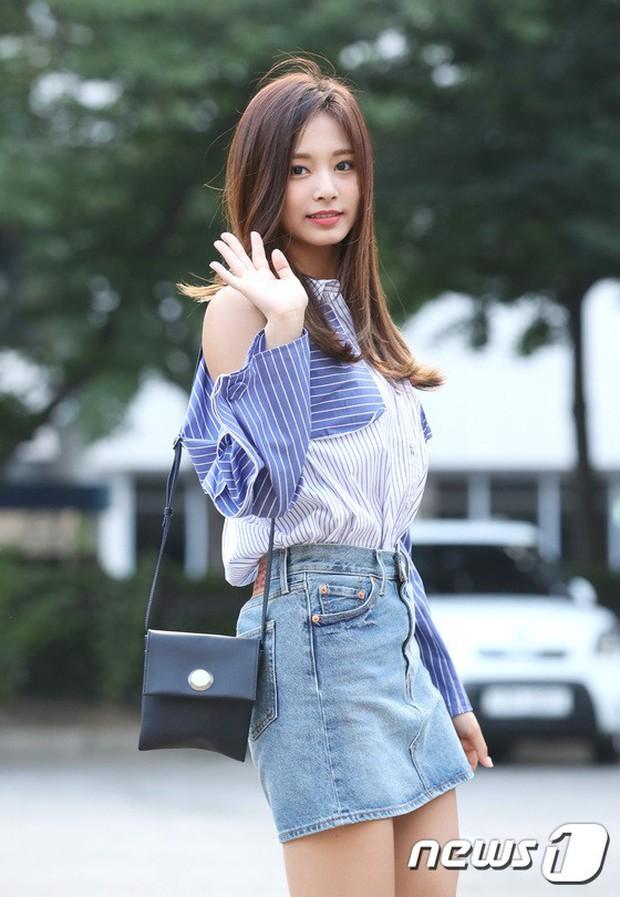 Quân đoàn mỹ nam mỹ nữ Kpop đổ bộ: Hyuna bỗng xinh bật lên so với dàn nữ thần, idol lộ vòng 3 vì mặc quần cũn cỡn - Ảnh 12.
