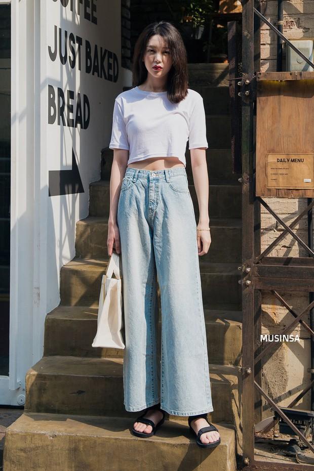 Street style ngập tràn áo phông đẹp hết nấc của giới trẻ Hàn tuần qua chứng minh đây luôn là item số 1 của mùa hè - Ảnh 11.