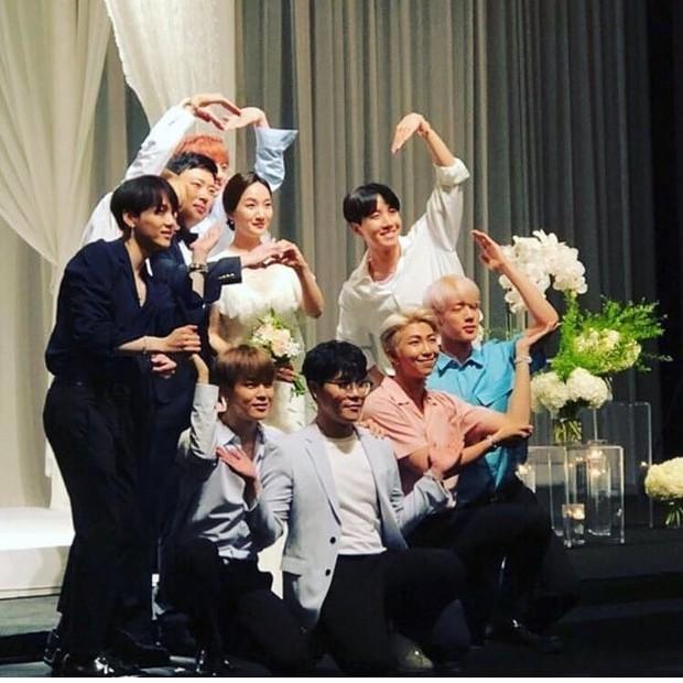 Bất ngờ chưa, BTS vừa mang siêu hit DNA đi hát... đám cưới - Ảnh 2.