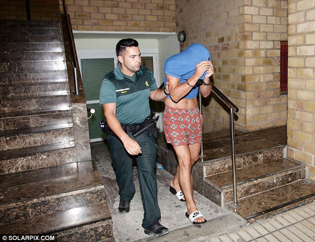 4 du khách Anh bị bắt tại Ibiza (Tây Ban Nha) vì nghi án đánh thuốc và cưỡng bức tập thể một phụ nữ 29 tuổi - Ảnh 1.