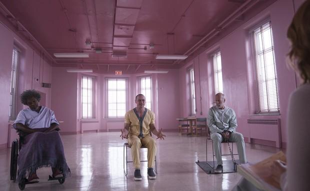 Bộ ba quái nhân, siêu nhân và cuồng nhân đụng độ tại trailer hậu truyện phim giật gân Split - Ảnh 2.
