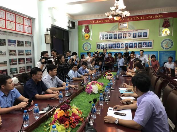 Họp báo vụ nghi vấn điểm thi ở Lạng Sơn: Chỉ có 8 bài thi Văn bị giảm điểm, bài thi trắc nghiệm không phát hiện sai phạm sau khi chấm thẩm định - Ảnh 2.