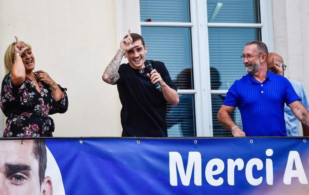 Griezmann được chào đón như người hùng ở quê nhà Macon - Ảnh 3.