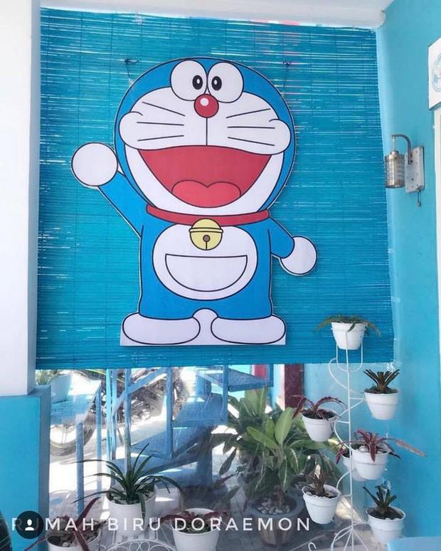 Gia đình kỳ lạ tại Indonesia cuồng Doraemon tới nỗi dán hình Doraemon khắp ngôi nhà - Ảnh 14.