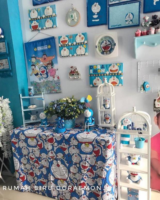 Gia đình kỳ lạ tại Indonesia cuồng Doraemon tới nỗi dán hình Doraemon khắp ngôi nhà - Ảnh 3.