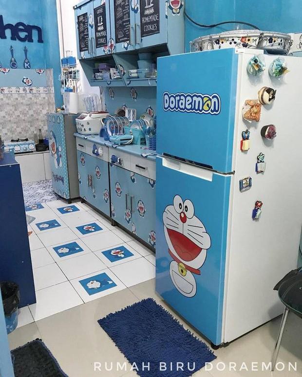 Gia đình kỳ lạ tại Indonesia cuồng Doraemon tới nỗi dán hình Doraemon khắp ngôi nhà - Ảnh 7.