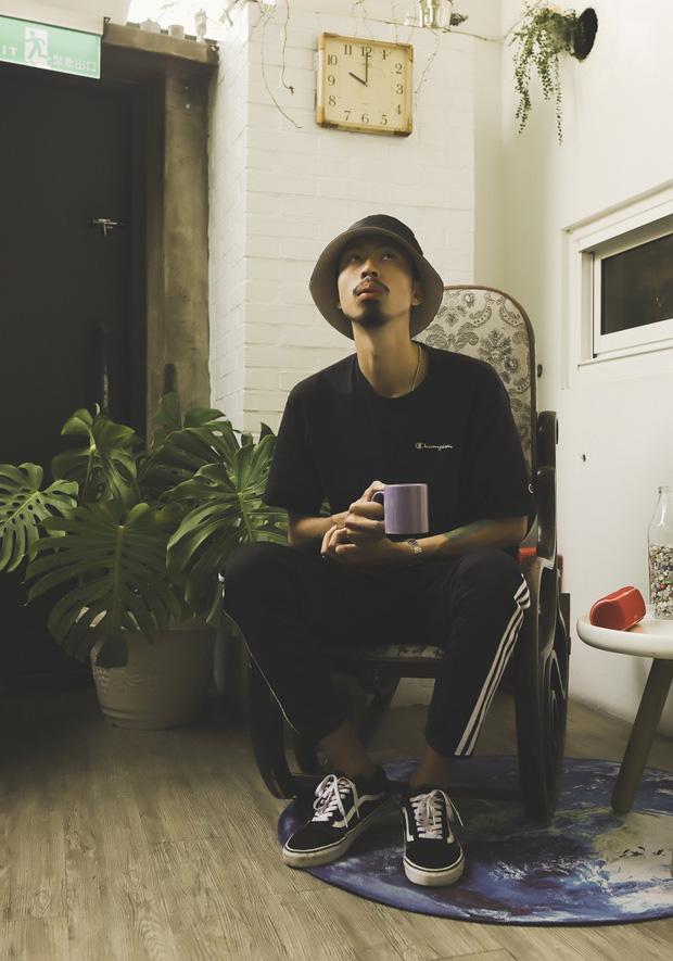 Rapper Đen tung MV cho ca khúc gửi thông điệp tôi chỉ là người bình thường, không muốn làm thần tượng - Ảnh 4.
