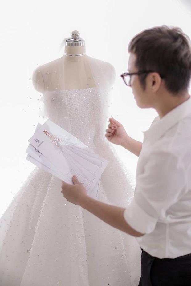 Đây chính là chiếc váy cưới trong mơ mà Á hậu Tú Anh sẽ mặc trong đám cưới tối nay - Ảnh 1.