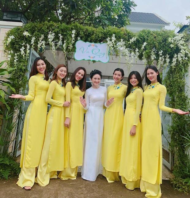 Đội hình bê tráp toàn mỹ nhân Vbiz xinh đẹp, nổi tiếng trong đám hỏi của Top 6 Hoa khôi áo dài 2014 - Ảnh 4.