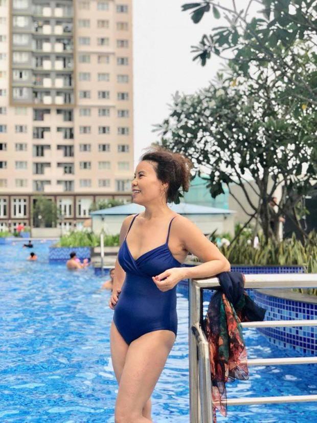 Ở ngưỡng U70 mà mẹ Hà Hồ vẫn diện đồ bơi gợi cảm, khoe dáng vóc gắt thế này đây! - Ảnh 1.