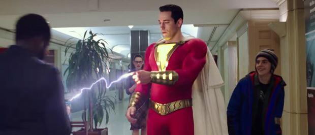 """Cười ná thở với siêu anh hùng """"mặt phụ huynh, hồn học sinh"""" trong trailer Shazam! - Ảnh 4."""