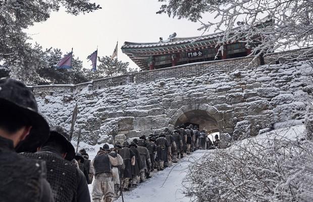 """Nỗi ô nhục nghìn thu của triều đại Joseon qua lăng kính điện ảnh trong """"Nam Hán Sơn Thành"""" - Ảnh 2."""