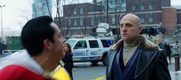 """Cười ná thở với siêu anh hùng """"mặt phụ huynh, hồn học sinh"""" trong trailer Shazam! - Ảnh 7."""