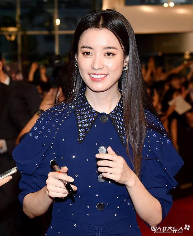 """Đều là đại mỹ nhân, nhưng khi đụng hàng mới thấy rõ """"đẳng cấp đỉnh cao"""" của Han Hyo Joo so với Lee Sung Kyung và Côn Lăng - Ảnh 1."""
