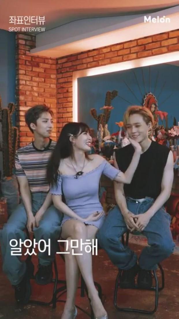 Hết vạch áo hở bạo, Hyuna lại bị tố quấy rối tình dục đồng nghiệp nam vì cố tình động chạm quá đà - Ảnh 3.