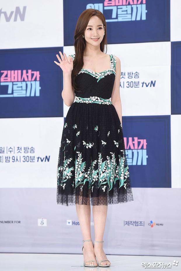 Park Min Young là thư ký sành điệu nhưng style ngoài đời giản dị vô cùng - Ảnh 19.