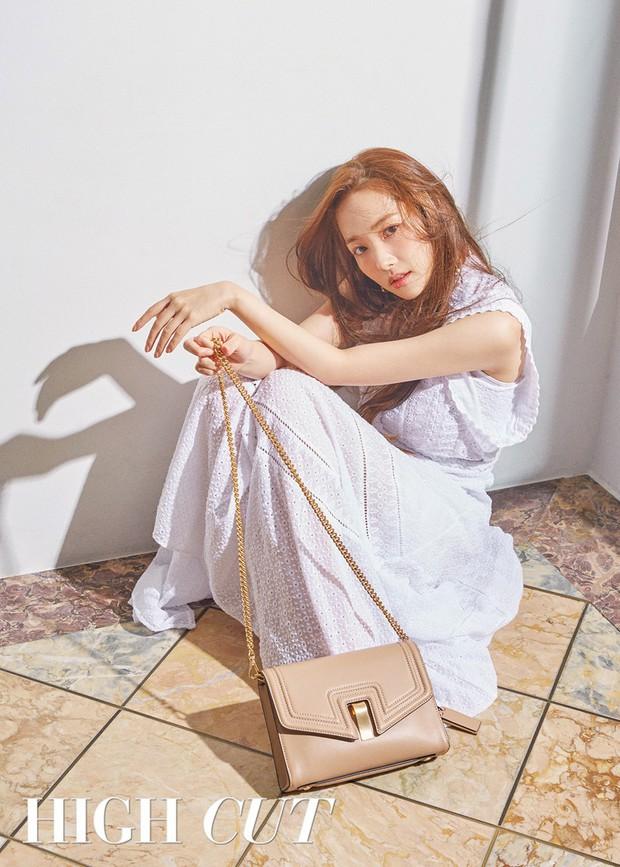 Park Min Young là thư ký sành điệu nhưng style ngoài đời giản dị vô cùng - Ảnh 24.
