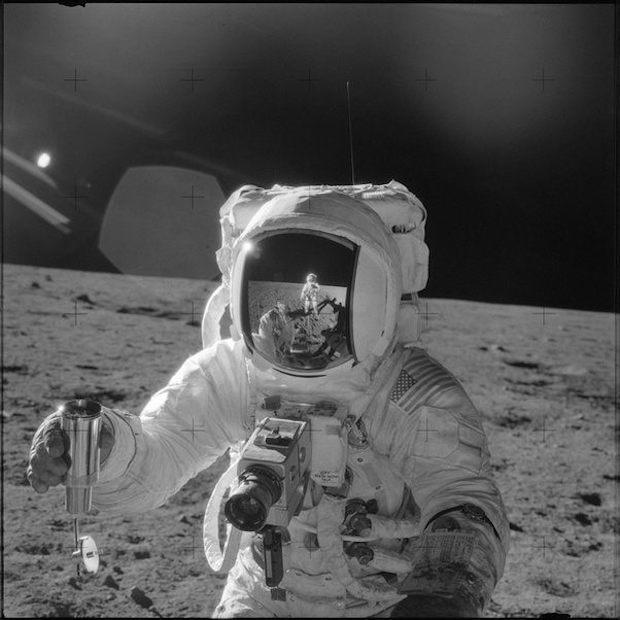 Ai là người quay/chụp lại khoảnh khắc Neil Armstrong trở thành người đầu tiên đặt chân lên Mặt Trăng? - Ảnh 4.