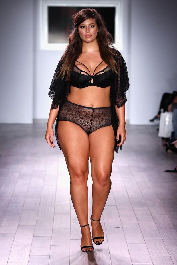 Đăng clip mặc bikini bị mỉa như mang bầu, siêu mẫu ngoại cỡ thẳng đuột đáp trả: Béo thì thế! - Ảnh 6.