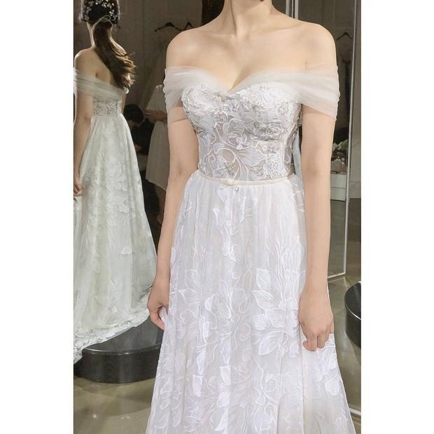 Thánh soi hiển linh: Lộ ảnh váy cưới tuyệt đẹp được cho là của Thư ký Park Min Young - Ảnh 2.