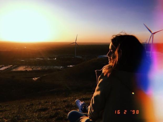 Muốn ảnh Instagram vintage vệt nắng đẹp như Selena Gomez, dùng ngay 3 ứng dụng hot trend này là xong! - Ảnh 2.