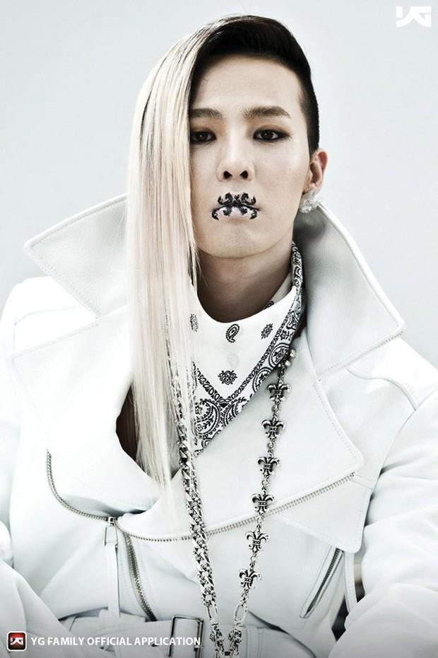 Truyền thống stylist nhà YG: chủ động chế phụ kiện dị, tận dụng cả văn phòng phẩm để làm đẹp cho idol - Ảnh 4.