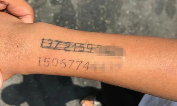 Trung Quốc: Bà mẹ xăm số điện thoại lên tay con trai phòng khi đi lạc, thậm chí còn gạch đi xăm số mới khi đổi sim - Ảnh 2.