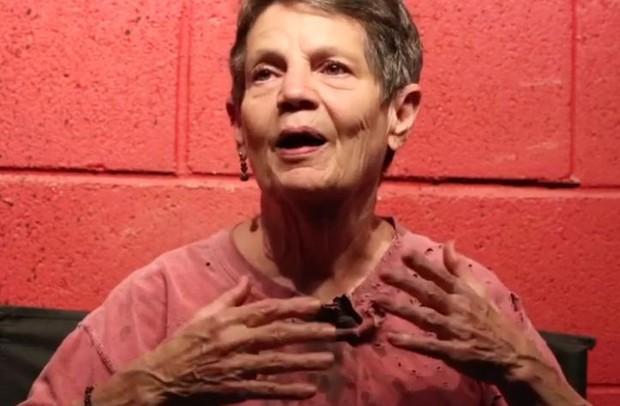 Bà ngoại quái chiêu: Chẳng thích trông cháu, chỉ thích làm zombie để rồi được nhận vai diễn quần chúng trong The Walking Dead - Ảnh 1.