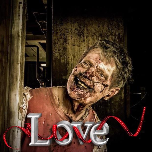 Bà ngoại quái chiêu: Chẳng thích trông cháu, chỉ thích làm zombie để rồi được nhận vai diễn quần chúng trong The Walking Dead - Ảnh 5.