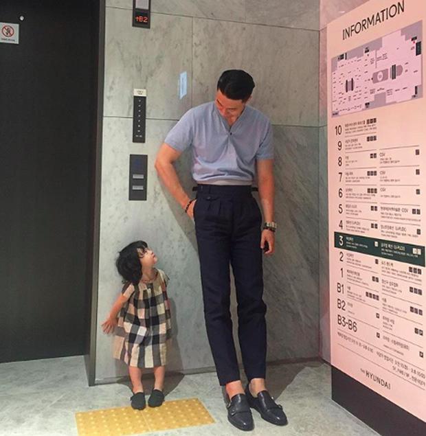 Ông bố fashionisto cao 1m92 và con gái nhỏ: Sự kết hợp quá đáng yêu khiến cô gái nào cũng muốn lập gia đình - Ảnh 6.