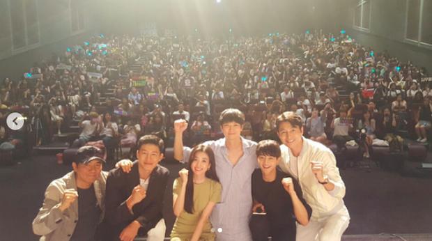 Kang Dong Won đi xem suất chiếu đặc biệt Illang: The Wolf Brigade - Ảnh 3.