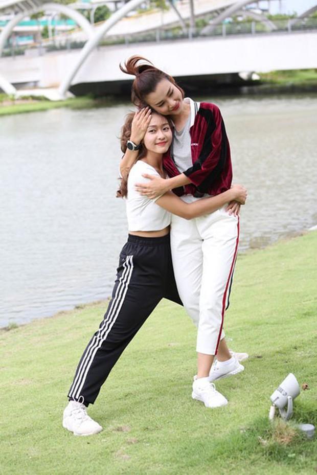 Từ ảnh hậu trường thân thiết, fan đang nhiệt tình ship cặp đôi Hoàng Oanh - Khả Ngân - Ảnh 3.