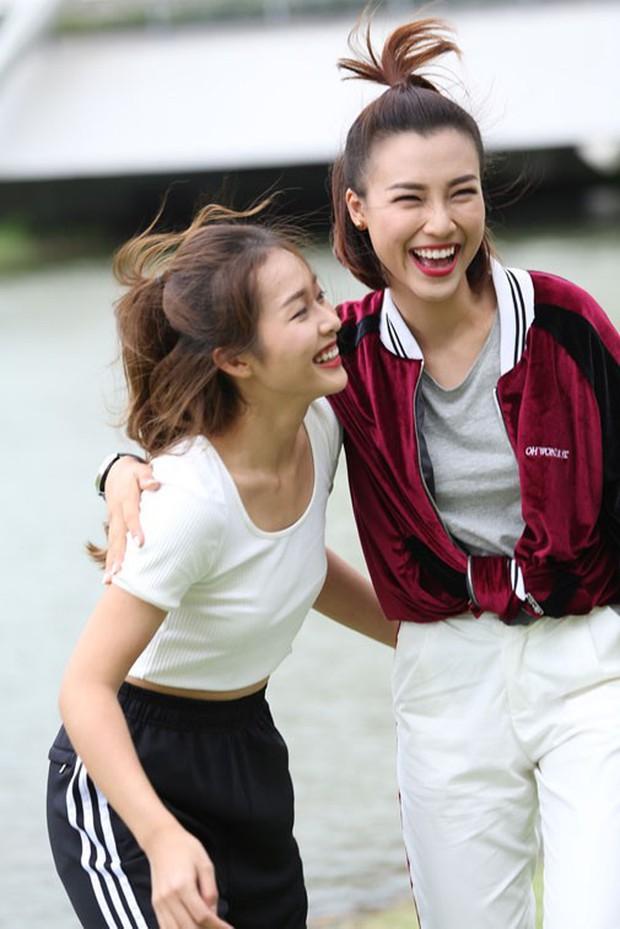 Từ ảnh hậu trường thân thiết, fan đang nhiệt tình ship cặp đôi Hoàng Oanh - Khả Ngân - Ảnh 4.