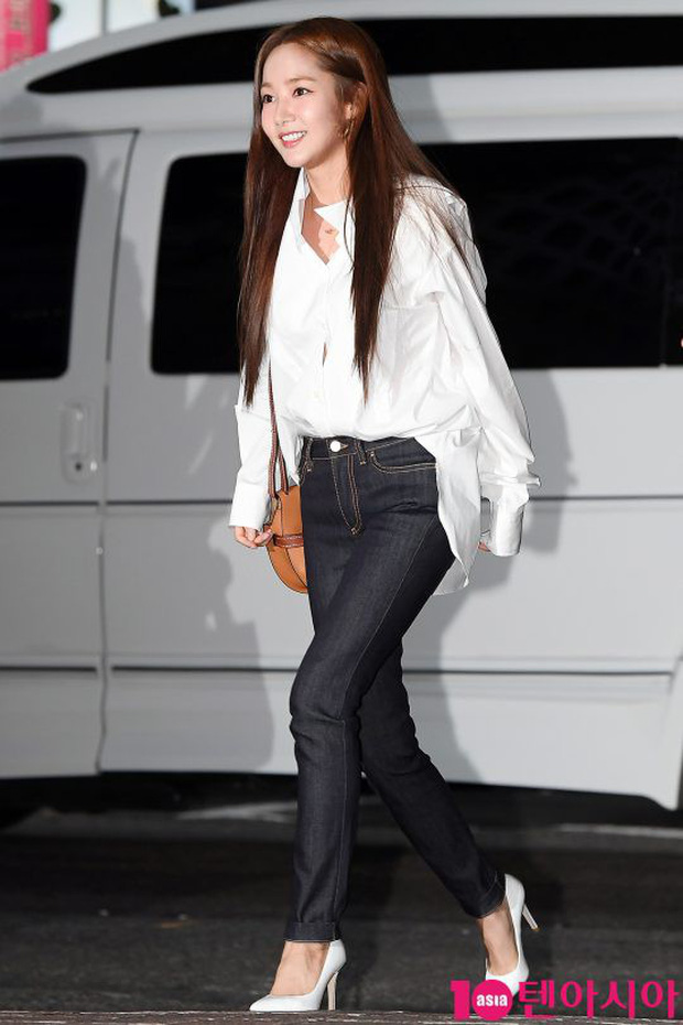 Park Min Young rạng rỡ, Park Seo Joon mặt loang lổ phấn bên dàn sao của Thư Ký Kim trong tiệc mừng công - Ảnh 3.